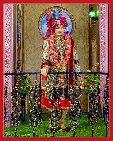 027_Standing Maharaj 16 x 20